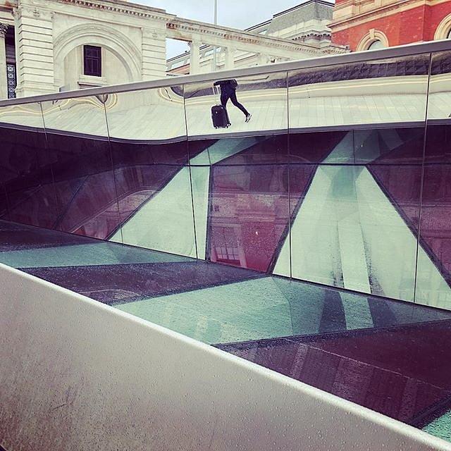 """Nach dem Besuch des """"Victoria and Albert Museum"""" auf zum Airport. Heimreise. – London"""